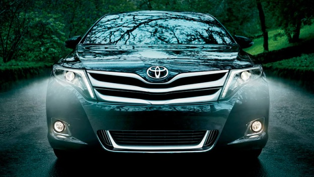 Head-on view of a 2015 Toyota Venza