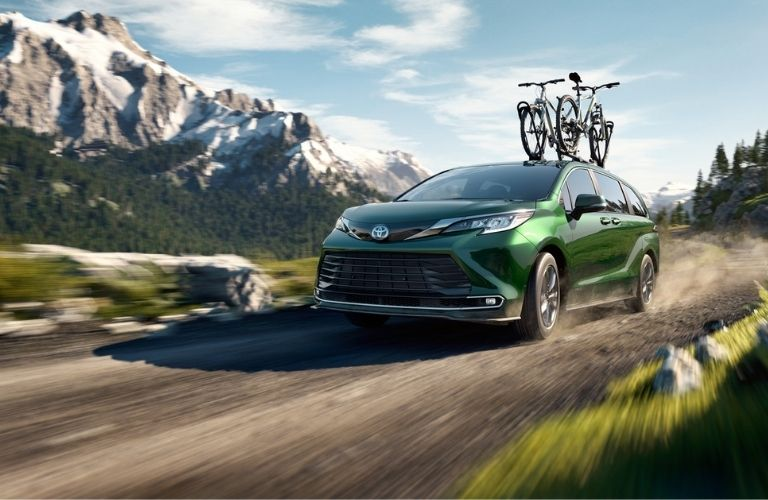 2021 Toyota Sienna carrying bicycles