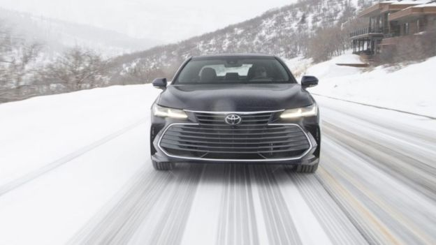 2022 Toyota Avalon front view